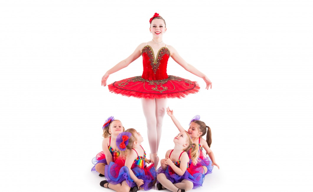 ballerina with little dancers